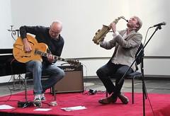 Anton Goudsmit & Paul van der Feen 7385-1_3545 (Co Broerse) Tags: music amsterdam jazz anton van der saxophone noord 24h feen amsterdamnoord improvisedmusic 2013 buikslotermeer impromarathon buikslotermeerkerk cobroerse goudsmitguitarpaul