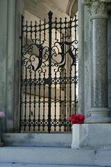 Hernandez gate