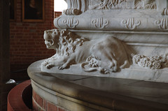 Roskilde, Sjlland, Domkirke, tomb of Christian V 25 August, 1699, & his queen Charlotte Amalie 27 March, 1714, detail (groenling) Tags: monument grave stone choir denmark lion carving unesco dk sarcophagus marble coffin danmark roskilde worldheritage domkirke sjlland christianv vision:outdoor=0952