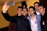 """Andreas Bourani - Ein Selfie und viel Lob für beste """"Auf Uns!""""-Coverversion (prnews24) Tags: stuttgart brasilien musik aktionmensch fusballwm aufuns wm2014 wmsong andreasbourani aktionsorgenkind wmhit fusballweltmeisterschaft2014 beyondskies heytour"""