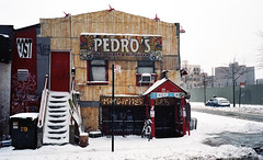 Pedro's (neilsonabeel) Tags: olympustrip35 olympus brooklyn dumbo 35mm film newyorkcity winter snow
