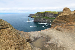 Cliffs of Moher - IRELAND **2015** (Fabrizio C79.) Tags: ocean travel blue ireland summer sky panorama irish holiday seascape travelling green beach nature colors strand canon walking landscape photography landscapes rocks europe nuvole estate view natural walk doolin scenic cost natura cliffs adventure explore cielo burren dettagli fotografia cliffsofmoher acqua azzurro paesaggi ontheroad viaggio paesaggio moher irlanda oceano scogliere geometrie panorami naturalmente naturalreserve viaggiare oceanoatlantico cliffofmoher abigfave aillteanmhothair eos500d canoneos500d conteaclare scoglieredimoher repubblicadirlanda