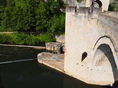 Entrance to Lock under Bridge (JP Newell) Tags: bridge river canal lock cahors midipyrnesregion