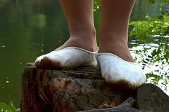 Na paezu (035) (Merman cviky) Tags: ballet socks flat tights socken pantyhose slipper nylon slippers spandex lycra medias nylons balletslippers strumpfhose strumpfhosen ballerinas collant collants cviky ballettschuhe schlppchen ballettschuh ballettschlppchen elastan pikoty punoche