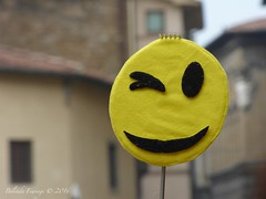 Smile (Belinda Fewings (3 million views. Thank You)) Tags: street city italy colour beautiful beauty smile sign yellow out outside outdoors florence seaside funny italia arty artistic bokeh circles creative best depthoffield smiley round firenze colourful lovely wink outrageous winking beautify unlimitedphotos panasoniclumixdmc simplyoutrageous pbwa creativeartphotograhy belindafewings