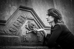 Shooting - Abysse 026 (Thomas Mathues) Tags: portrait cemetery graveyard dark model photoshoot mourning belgium belgique tomb gothic goth shooting widow gothique tombe cimetire modle hainaut