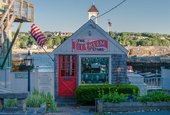 THE ICE CREAM STORE (jlucierphoto) Tags: summer buildings outdoor massachusetts icecream deserts rockport