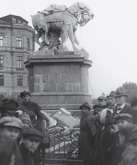 Marble equestrian statue of queen Maria Theresia being torn down by slovak nationalists in Pozsony/Pressburg. 1921 [1000x1198] #HistoryPorn #history #retro http://ift.tt/1TMui4P (Histolines) Tags: history statue by maria being down retro queen timeline torn marble equestrian theresia 1921 slovak nationalists vinatage historyporn histolines pozsonypressburg 1000x1198 httpifttt1tmui4p