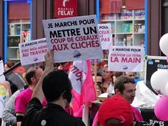 coup de ciseaux aux clichés (Jeanne Menjoulet) Tags: marchedesfiertés lgbt paris 2juillet2016 lesbiangaypride gay lesbiennes gaypride pride soshomophobie clichés coupdeciseaux lbgt
