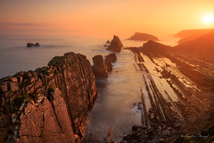 Sunrise (cfaobam) Tags: travel light sea rot nature water berg rock stone sunrise canon landscape photography spain meer wasser europa europe outdoor magic steine national ufer landschaft stein sonnenaufgang geographic spanien küste felsen ozean liencres felsformation cfaobam cfaobamhome