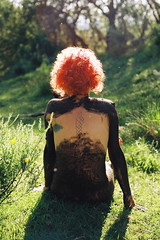 Alina (SdeSoma) Tags: wild nature analog nude analgica mud clay tatoo barro tatuaje desnudo analogical arcilla