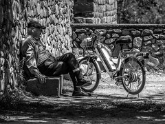 ... Happy Friday!!! (Fede Falces ( ...... )) Tags: life old blackandwhite bw man bike wall happy noir noiretblanc candid peaceful olympus streetphoto friday aloha em1