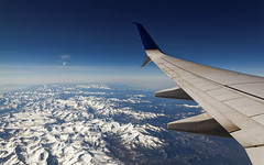Between Vegas and Frisco (Guillaume DELEBARRE (Guigui-Lille)) Tags: voyage travel blue sky usa snow mountains clouds plane canon flight wing bluesky neige vol nuages montagnes aile 6d tamron2470f28