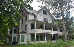 Cook's Falls (rchrdcnnnghm) Tags: ny nydelawarecounty abandonedhotelinncooksfalls