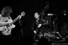 Linda Oh: bass / Pat Metheny: guitar (jazzfoto.at) Tags: wwwjazzfotoat wwwjazzitat jazzitsalzburg jazzitmusikclubsalzburg jazzitmusikclub jazzfoto jazzfotos jazzphoto jazzphotos markuslackinger jazzinsalzburg jazzclubsalzburg jazzkellersalzburg jazzclub jazzkeller jazzit2016 jazz jazzsalzburg jazzlive livejazz konzertfoto konzertfotos concertphoto concertphotos liveinconcert stagephoto salzburg salisburgo salzbourg salzburgo austria autriche blitzlos ohneblitz noflash withoutflash sonyalpha sonyalpha77ii alpha77ii sw dscrx100iii blackandwhite blackwhite noirblanc bianconero biancoenero blancoynegro