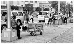 Coco - Parcha - China (JOSEAN GOMEZ) Tags: urban texture blancoynegro 35mm canon blackwhite arquitectura gente oldsanjuan puertorico trix streetphotography personas d76 textures sidewalk kodaktrix analogue texturas viejosanjuan lightroom kodakfilm rangefinders fotocallejera kodakd76 fotografiacallejera negativo35mm thefilmgroup films35mm epsonperfectionv500scanner oldsanjuanstreets silverefexpro2