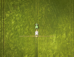 Drone vs Sprayer (stuarthomas_) Tags: drone dronephoto aerial aerialview aerialphoto dji djiphantom djiphantom3 dronelife farm farming tractor johndeere jd agriculture oxfordshire oxford standlake country countryside crop sprayer wheat barley corn symmetric symmetry tramlines field green