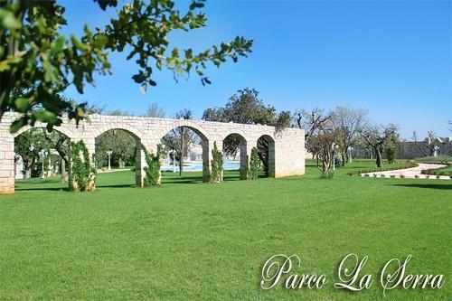 Limmenso e curato giardino Parco La Serra Ricevimenti - a photo on ...