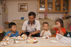 DSC08701 (小賴賴的相簿) Tags: birthday family sony 台灣 台北 生日 家庭 全家福 爸爸 生日快樂 1680 小蔡 a55 單眼 1680mm 蔡斯 slta55v anlong77 小賴家 小賴賴