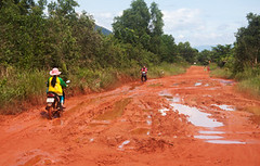 Phu Quok (drloewe) Tags: road street sea water river bath wasser mud scooter vietnam baden piste flus phuquok