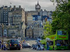 Old Town (Edinburgh, Scotland. Gustavo Thomas  2014) (Gustavo Thomas) Tags: voyage city uk greatbritain trip travel viaje tourism edinburgh unitedkingdom scottish ciudad escocia ville edinburgo doubledecker citt cosse eurpe oldtownscotland
