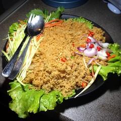 เก็บบ้านทั้งวันหิวจัด 😥 มื้อดึกเมนูโปรด ยำปลาดุกฟู  🍴 #กินเสร็จลุยต่อ #สายหิว✌️😂