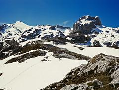 Picos de Europa, Torre Altaiz (fcuencadiaz) Tags: paisajes velvia cantabria montaas picosdeeuropa libana brnica