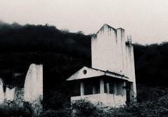 (Valentina Cedeo M.) Tags: arquitectura nikon edificio creepy campo aire libre estructura p600 nikonp600