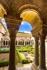 abbaye de Snanque: le cloitre (bonacherajf) Tags: luberon monastre abbaye snanque lubron cistrcien