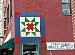 Cooney's Corner (~ Cindy~) Tags: windows barn corner mainstreet quilt tn tennessee antiques cooneys 2016 50yearsold antiquestoreinsweetwater barnquiltdecor bricksoldstore withsomuchtoview