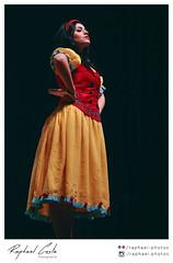 Branca de Neve, A Pea 04 (Raphael Photos) Tags: brazil music art beautiful smile espelho brasil cores teatro nikon arte princess sopaulo dream disney queen sp actress actor brazilian luzes prncipe princesa msica vestido paulista magia rainha ator atriz barrafunda atores brancadeneve peateatral peainfantil nikond5000 teatrojsafra
