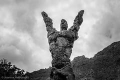 Escultura El Atlante.  Sculpture El Atlante. (Juanma Hdez) Tags: sky sculpture man rock tony escultura cielo montaa hombre montain roca gallardo piedra monocromtico