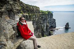 Checking out scenery (TimoOK) Tags: ireland sea water clare cliffsofmoher elsa meri moher vesi irlanti