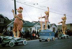 Eaton's parade Winnipeg 1964 (D70) Tags: christmas canada film canon slide parade 64 manitoba frame half scanned demi wee kodachrome eatons canoscan toot 8600f