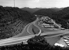 The Pikeville Cut-Through (elektron9) Tags: park city trees blackandwhite bw mountains monochrome grass solitude kentucky curves overpass highways civilization overlook birdseyeview height pikeville civilengineering cutthrough pikevilleky pikevillecutthrough bobamos