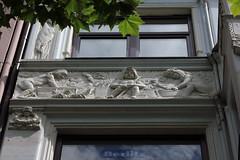 Lwenbruhaus (04) (Rdiger Stehn) Tags: germany deutschland europa relief stadt architektur bauwerk gebude kiel fassade schleswigholstein 2000s altermarkt norddeutschland 2016 mitteleuropa profanbau grnderzeit 2000er canoneos550d kielaltstadt lwenbruhaus