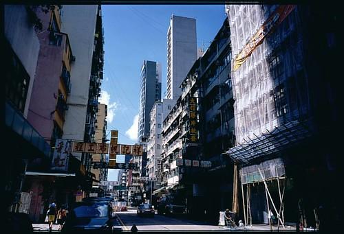 早晨. Fujifilm Provia 100F. 120. #hk #HongKong #city #mk #mongkok #citylife #building #people #120 #120film #Fujifilm #film #fuji #fujiprovia #provia #morning #rdp #filmphotograph #filmphotography #filmphoto #life #香港 #菲林