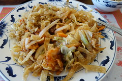 Chow Mein Combo at A8 6-18-16 02 (anothertom) Tags: food restaurant iowa crispy williamsburg a8 2016 cinesefood sonyrx100ii a8chinese combochowmein