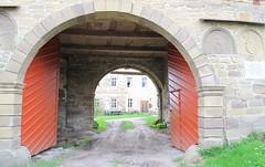 (:Linda:) Tags: castle germany village thuringia reddoor archway commemorativeplaque bedheim opengate semicirculardoor