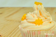 Cupcakes de Chocolate Blanco (charly's cakes) Tags: cupcakes chocolate royal icing aroma fondant buttercream fresa vainilla bizcocho royalicing chocolateblanco