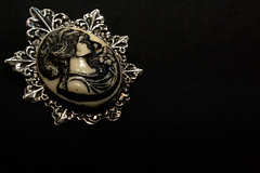 (Bia_Cardin) Tags: lady vintage broche brooch dama botton spia