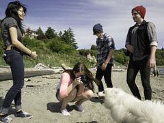 clean air (Ken Winnick | Outsider Photos) Tags: seattle dog beach freshair happy photographer northwest wind grunge smiles teenagers bodylanguage couples sunny jeans driftwood cannon pugetsound glance tightpants airy americaneskimo youngadults glances tightjeans woolcap