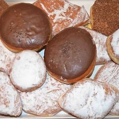 Οταν η μέρα ξεκινάει με αυτό τον παράδεισο δεν μπορεί να μην ειναι γλυκια!!! Αυτή η έκπληξη ειναι οτι πρέπει για τον κυριακατικο καφε μας!!! Δεν συμφωνείτε?!?!?!?!