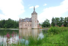 Horst (Agnes Van Parijs) Tags: castle belgium belgi chateau horst kasteel reflectie vlaanderen burcht donjon sintpietersrode vlaamsbrabant waterburcht roderidder