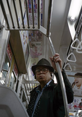 分倍河原 電車に乗るひと Fuchu-si, Tokyo (ymtrx79g ( Activity stop)) Tags: street leica railroad color film japan analog tokyo 35mmfilm fujifilm 東京 135 jupiter rf 府中市 街 写真 鉄道 銀塩 フィルム leicam4p jupiter350mmf15 stopandwait fujicolor記録用400 fuchusi 停止待機 201306blog