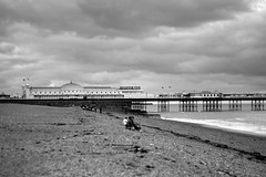 Brighton Pier (cassijones.) Tags: uk brazil blackandwhite bw beach monochrome brasil pier blackwhite brighton stones united kingdom brsil brightonpier cassijones cassijonescom cassianorosrio cassianorosario