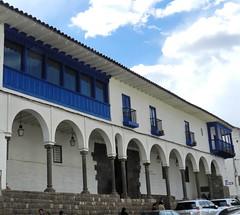 soportal balcones Plaza de Armas Cuzco Peru 03 (Rafael Gomez - http://micamara.es) Tags: world heritage peru cuzco de la y cusco per ventanas casas balcon arcos balcones puertas fachadas humanidad patrimonio soportales ph559