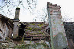 Tramont (Roxane Welch) Tags: wood old winter chimney green field switzerland fireplace suisse farm hiver country vert disused campagne destroyed ferme welch bois champ destroy chemine roxane abandonne dtruite croule roxanewelch