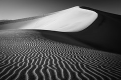 Death Valley (Jeremy Duguid) Tags: california park ca travel bw usa white abstract black west nature lines cali canon landscape death us sand bravo pattern desert patterns dunes horizon dune curves parks jeremy national mesquite valley western sanddune duguid pwlandscape