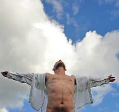Ascension (mikael_on_flickr) Tags: gay sky man male guy me shirt clouds self ego nuvole himmel moi front io uomo camicia ciel cielo torso mann frontal ich hombre ascension corpo skyer homme autoscatto mec mikael hemd maschio maschile ascensione i himmelfart seflshot